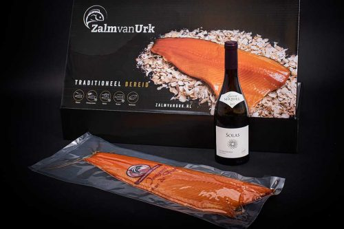 Zalm Relatiegeschenk inclusief fles wijn
